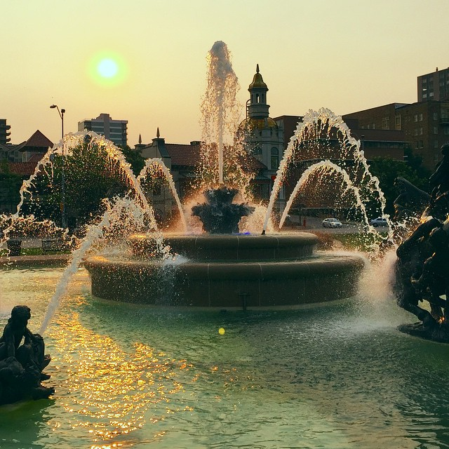 We aren't called The City of Fountains for nothing. The JC Nichols Fountain just down the street from us on the @countryclubplaza is a favorite of ours, especially during the golden hour.