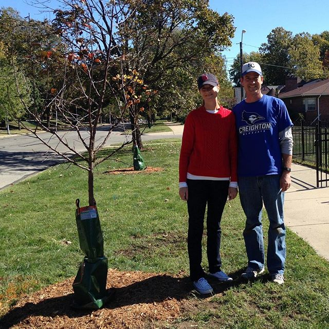 Citizens of Kansas City, Missouri will play a vital role in restoring our declining urban forests, thanks to a new partnership between Heartland Tree Alliance (HTA), a program of environmental non-profit Bridging The Gap, and Kansas City Missouri Parks and Recreation. The partnership will plant free trees along the street. Kansas City Missouri residents are asked to review qualifications and reserve their free tree at https://tinyurl.com/treesforKCMO. #KCParks #FreeTree