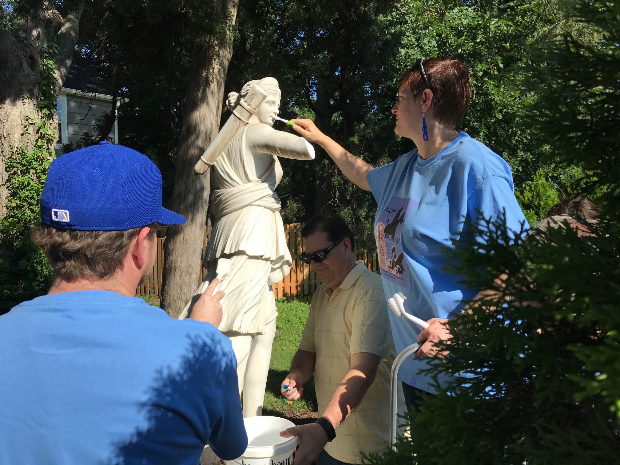 Neighborhood Residents Learn to Conserve Sculptures