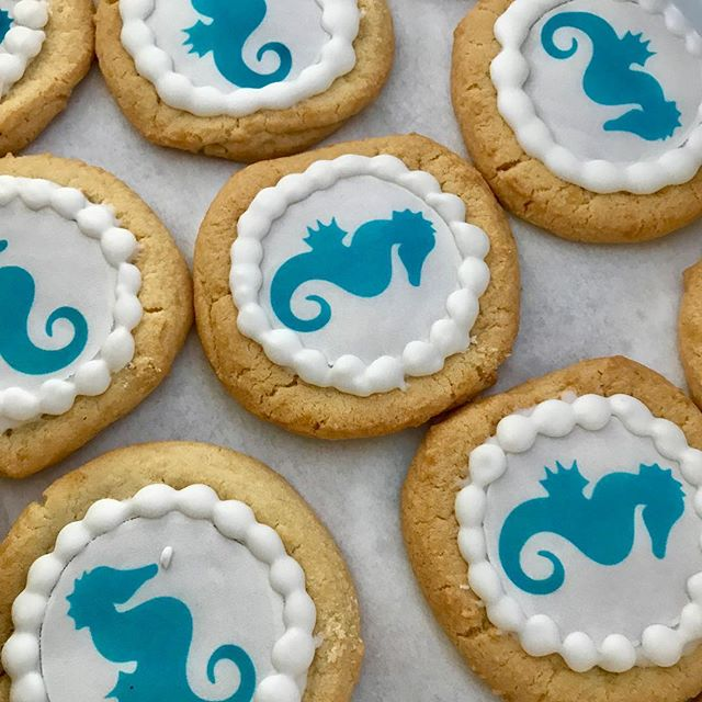 Sea Horse sugar cookies and KC pretzel Boy's soft pretzels at today's Meyer Circle Fountain rededication at 4pm. #KCParks #CityOfFountains