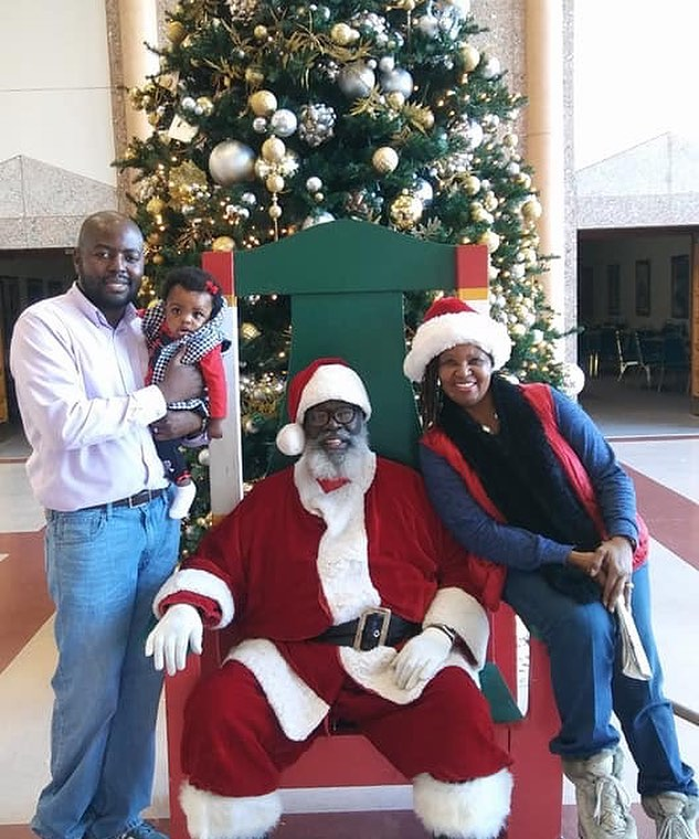 Holidazzle at #KCParks Bruce R. Watkins Cultural Heritage Center. #Santa 🏾