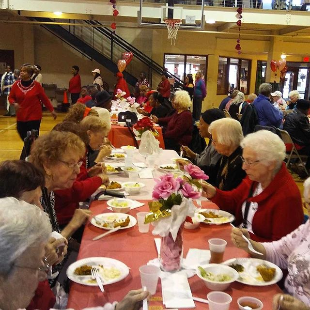 #KCParks Senior #ValentinesDay Luncheon at #Hillcrest Community Center! ️ 50+ seniors enjoying good food and an atmosphere of Old School love songs. Laughter in the air as door prizes are awarded. Dance contest is about to begin! #valentinesday2018 #valentinesday