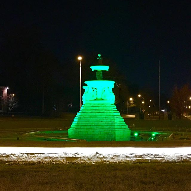 The Meyer Circle Sea Horse Fountain on Ward Parkway is lit green this week in celebration of #StPatricksDay ☘️#KCParks #CityOfFountains