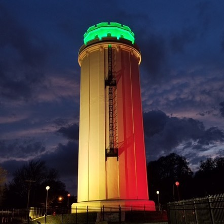 Happy #CincoDeMayo! The Waldo Water Tower in Tower Park is lit up this weekend in celebration! 🇲🇽 #KCParks #WhereKCPlays