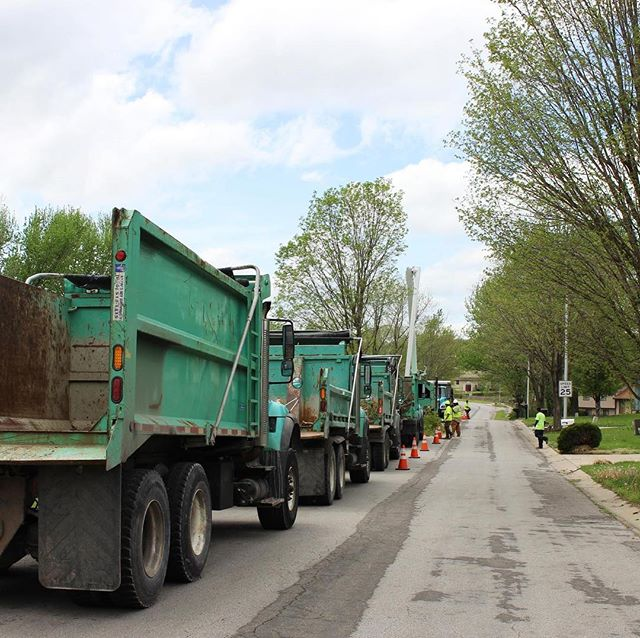 #KCParks Crews cleaning up after the storm. #GoGreenTrucks Photo and story at @kcur893