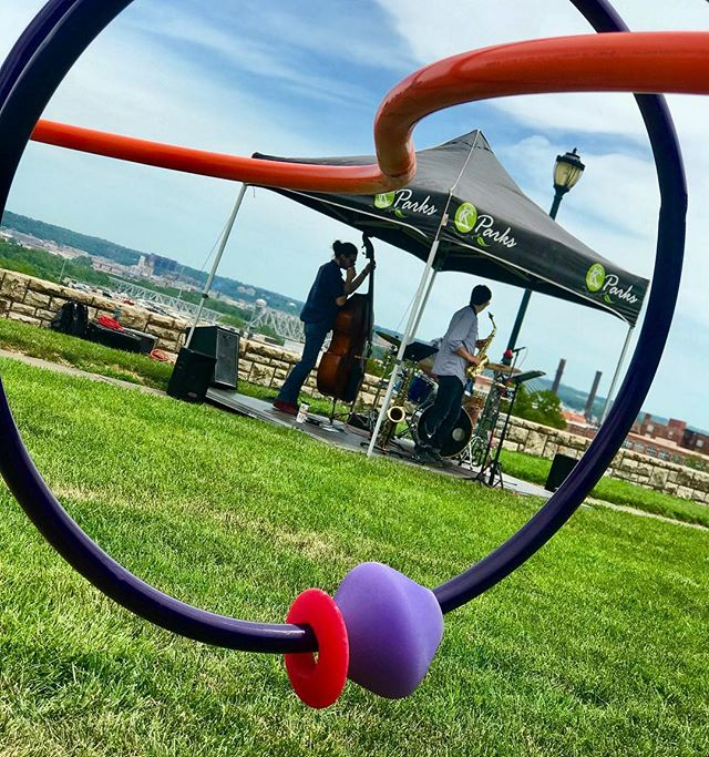 It's a picture perfect day! Music with a view. #BusyBeadMaze #MusicInThePark #KCArtHunt #ArtInThePark #KCPlays #ArtInTheLoop #KCParks #WhereKCPlays
