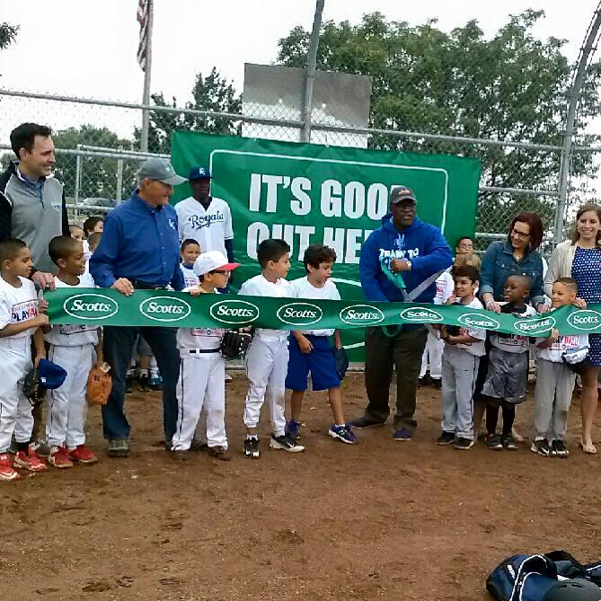 SCOTTS®, ROYALS AND MAJOR LEAGUE BASEBALL DEDICATE NEWLY REFURBISHED BASEBALL FIELD AT MULKEY SQUARE PARK