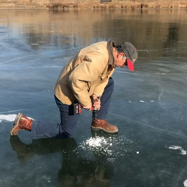 ‪Out checking ice depths. Even with this cold spell, #KCParks ponds and lakes are NOT safe for skating. ‬ You can skate safely indoors at Line Creek Ice Arena instead!