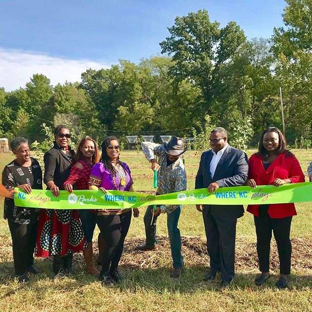 ‪It's official! Ribbon cutting for the new #UrbanOrchard in Swope Park @givinggrove #KCParks #KCUFC #WhereKCPlays‬