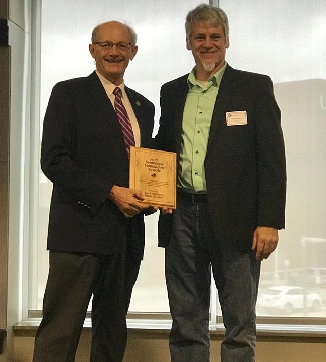 ‪Congratulations #KCParks Director Mark McHenry for receiving the #Southtown Foundation Award for Leadership! #KCParksProud #WellDeserved‬