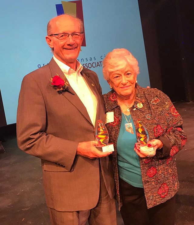Congratulations #KCParks Director Mark McHenry for winning the #HeartOfKansasCity Individual Achievement Award from the Greater Kansas City Attractions Association. Pictured with Ambassador of the Year Jan Morevitska from Starlight Theatre. #KCParksProud #GKCAA #WhereKCPlays