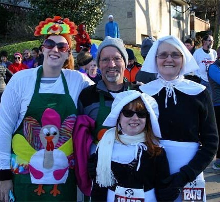 Jump start your #Thanksgiving morning with a fun 5K walk or run through historic Hyde Park in midtown #KCMO. The Pilgrim Run 5K Run/Walk is a great tradition for runners and families alike. Proceeds benefit the community programs of the Pilgrim Center. #KCParks #WhereKCPlays More at kcparks.org🦃 🏿‍♀️ 🥧