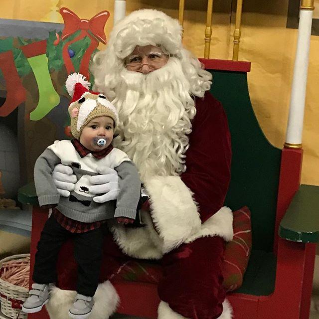 Santa's littlest fan! #kcparks #WhereKCPlays #SantasWonderland 🏽️