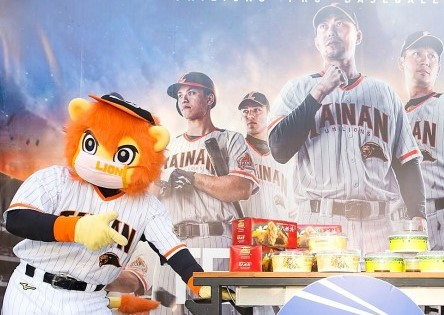 """America Day"" Baseball Game Celebrates Sister Cities: Tainan and Kansas City"